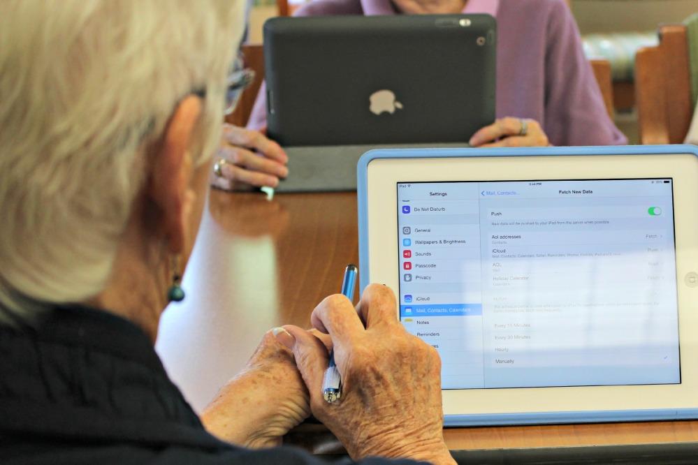Seniors Who Google (1/2)