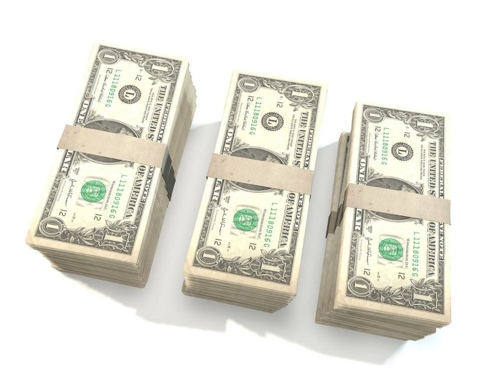 Dealing with the Dollars   6 simple tips for navigating the cost of living at a senior community (1/3)